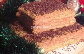 Šventinis medaus tortas su riešutais