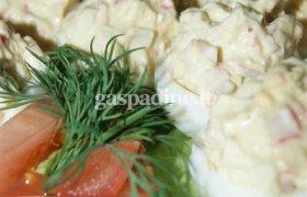 Įdaryti kiaušiniai su krabais