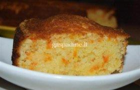 Citrininis morkų pyragas