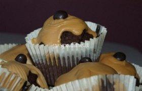 Kavos ir šokolado keksiukai su maskarponės kremu