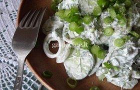 Agurkų salotos su grietine