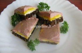 Atvelykio sumuštinukai su sterilizuotu paštetu vaikams