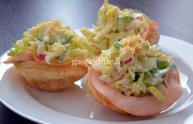 Gaivios salotos su virtu kalakutienos kumpiu