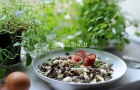 Lęšių salotos su juoduoju kumpiu