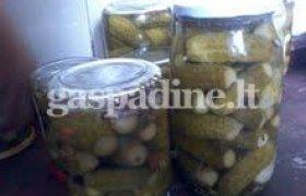 Švelnaus skonio marinuoti agurkai