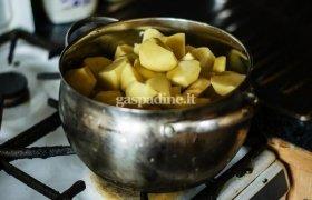 Kepta mėsa su daržovėmis ir bulvių koše