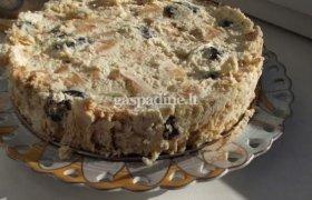 Tinginio varškės tortas su džiovintomis slyvomis