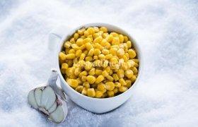 Karštieji kukurūzai su sviestu ir česnaku (2 porcijos)