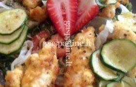 Špinatų salotos su vištiena ir braškėmis