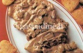 Veršienos eskalopai su madeiros grietinėlės padažu ir pievagrybiais