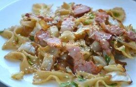 Karštos makaronų salotos