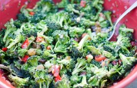 Brokolių salotų gaminimas