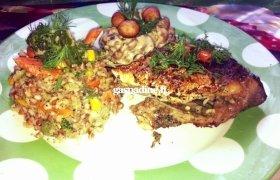 Karpis su grikiais, daržovėmis ir grybų padažu