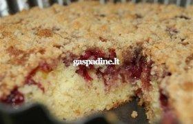 Trupininis pyragas su vyšniomis