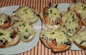 Karšti sumuštiniai su šprotais ir pomidorais