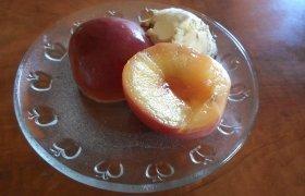 Virti nektarinai su medaus sirupu
