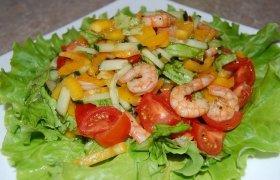 Skaniosios salotos su krevetėmis