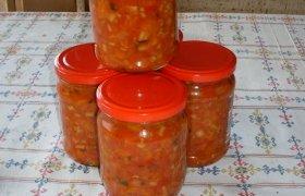 Šparaginių pupelių mišrainė su svogūnais ir morkomis