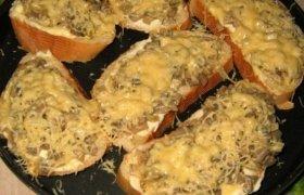 Karšti sumuštiniai su grybais