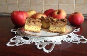 Kramelinis obuolių pyragas