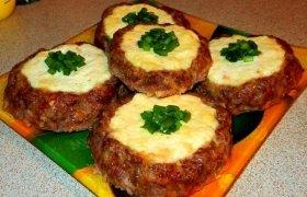 Varške įdaryti mėsos lizdeliai
