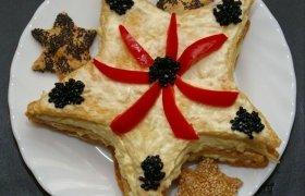 """Tortas """"Kalėdų žvaigždė"""" ir """"Mantingos"""" sluoksniuotos tešlos"""