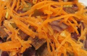Greitos salotos su pupelėmis, agurkais ir morkomis