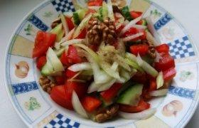 Gaivios salotos su graikiškais riešutais