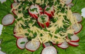 Ridikėlių salotos su sūriu