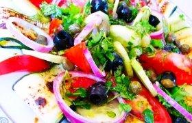 Cukinijos salotos su alyvuogių aliejumi ir balzaminiu actu