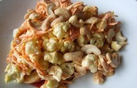 Žiedinio kopūsto ir morkų traškios salotos