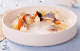 Silkė su virtomis daržovėmis ir krienų su majonezu padažu