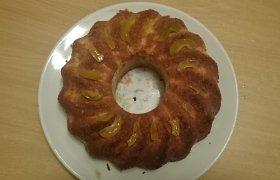 Obuolių ir svarainių pyragas