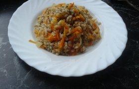 Perlinės kruopos su daržovėmis