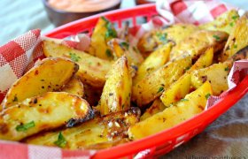 Traškios česnakinės bulvytės