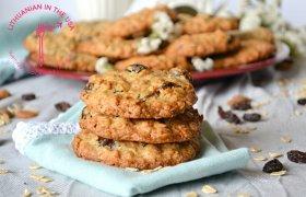 Avižinių dribsnių ir razinų sausainiai