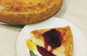 Maskarponės sūrio pyragas su grietininiu viršumi