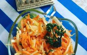 Kopūstų ir morkų salotos (Λαχανοσαλάτα)