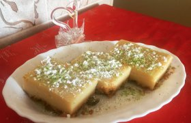 Pistacijų pyragas su žaliosiomis citrinomis