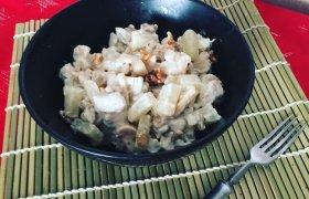 Vištienos salotos su grybais ir ananasais