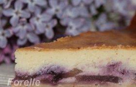 Sūrio pyragas su uogomis ir obuoliais