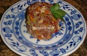 Raudonieji ryžiai su vištiena ir daržovėmis