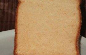 Saldi balta duona (kepta duonkepėje)