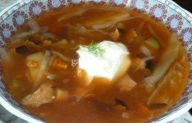 Šviežių kopūstų ir miško grybų sriuba