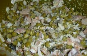 Marinuotų grybų ir žirnelių salotos