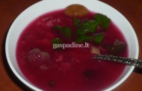 Burokėlių sriuba su grybais ir pomidorais