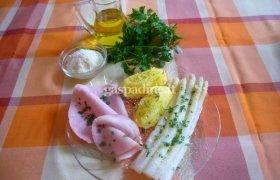 Šparagai su kumpiu ir bulvėmis