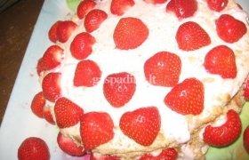 Jogurtinis braškių tortas