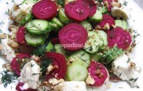 Jaunų burokėlių salotos su kastiniu