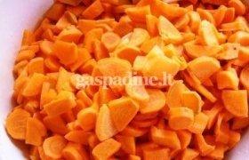 Trinta morkų sriuba su skrebučiais